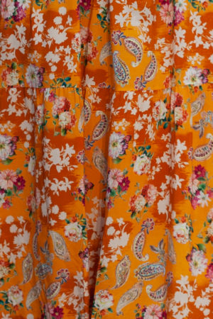 oranssi kukkakuosinen maksimekko