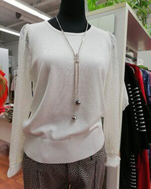 Valkoinen neulepusero
