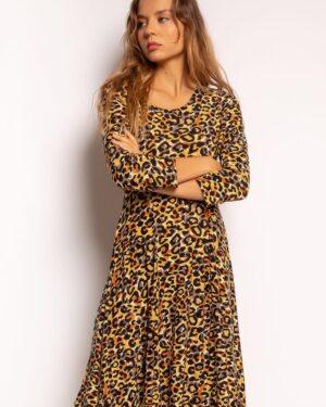 Kellohelmainen naisellinen mekko